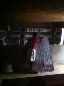 Alphabétisation à la bibliothèque d'Idwji